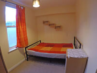 Double room in friendly houseshare w. river closeby and good transport