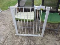 no 5 lindam stair gate with fittings