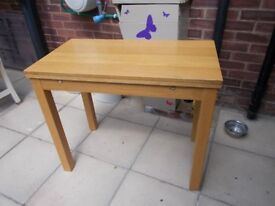 SMALL DINING TABLE EXTENDS