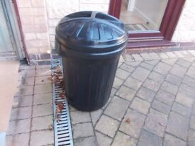 Black dustbin in good condition