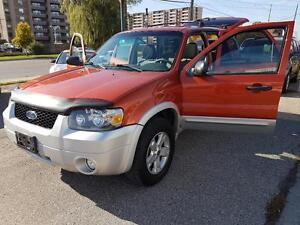 2007 Ford Escape XLT  AWD  SUNROOF LOADED