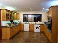 Excellent condition Alwood Oak Kitchen with laminate worktop & working appliances