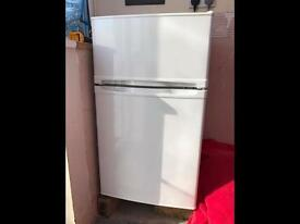 Fridge freezer (under counter)