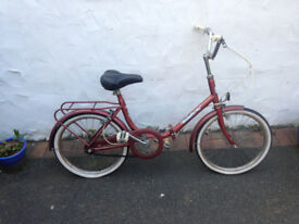 Child's bicycle. Halfords Wayfinder. Foldable