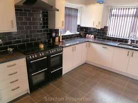 3 bedroom house in Parrs Wood Road, Withington