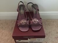 Ladies Roberto Vianni Pink Multi Sandals Size 4 in Excellent Condition