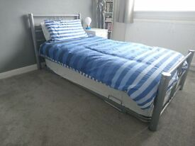 Double / Single Guest Bed RRP £229 ** Available for £100!!.