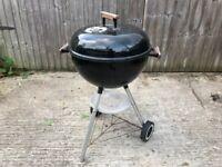Fantastic Weber 47 cm Diameter Kettle BBQ Barbecue Black