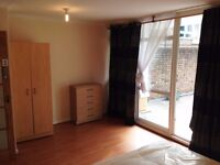 TRIPLE ROOM AVAILABLE NOW!! ONLY 85£ EACH!! ALL BILLS INCLUDED!! WESTFERRY FEW MINS TO BANK!!
