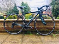 Women's Carbon Fibre Road Bike, Shimano group set, Look pedals, internal cabling