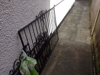 LOVELY BLACK DRIVE WAY OR GARDEN CAST FENCE GATE BLACK AS NEW .