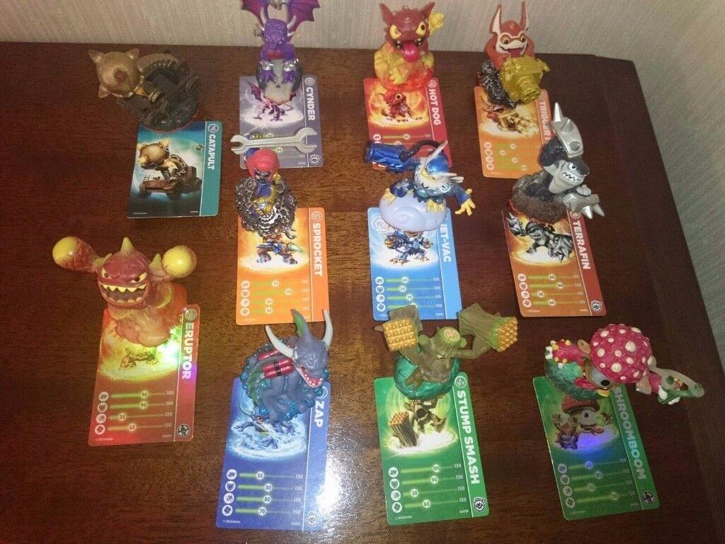 Skylander Giants Bundle - 11 figures with cards in Excellent Condition
