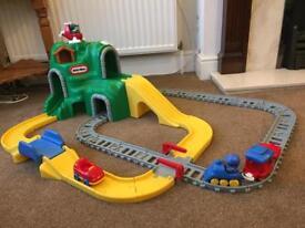 Little tikes peak road 'n rail set