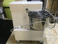 21 LITRE DOUGH KNEADING MACHINE + 2 SPEED + TIMER. VERY GOOD CONDITION