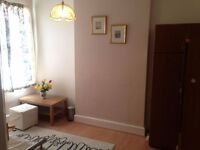 Double room spacious close to east croydon station and whitgift centre