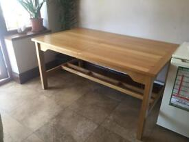 Large pine dinning table seats 6 in excellent condition. Hardly used. £80