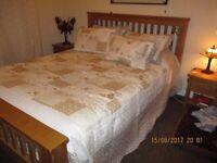 COMPLETE COTSWOLD OAK BEDROOM FURNITURE KING SIZE BED/MATT.2 UNITS 2 BEDSIDE CABINETS