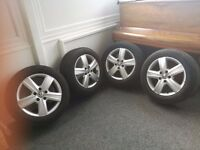 GENUINE ALLOY WHEELS AND TYRES FOR T25 V/W TRANSPORTER IN EXCELLENT CONDITION