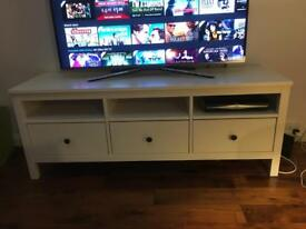 White TV stand with drawers