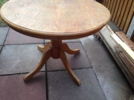 Pine dining table and chairs. round . Pedestal. Four chairs