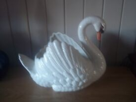 Vintage Dartmouth swan planter