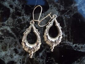 New Never worn Beautiful victorian style drop 9ct hallmarked gold earrings
