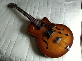 Godin Fifth Avenue Kingpin II with hardcase. Excellent condition. £500