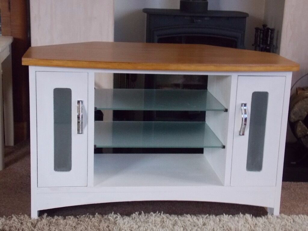 SHABBY CHIC CORNER TV CABINET PAINTED IN ANNIE SLOAN PURE WHITEin Hull, East YorkshireGumtree - SHABBY CHIC CORNER TV CABINET PAINTED IN ANNIE SLOAN PURE WHITE Beautiful Corner TV cabinet finished with Annie Sloan Clear Wax. Dimensions Height 21.5 inch Width 34.5 inch Depth 20 inch Visit my page on Facebook SHABBY CHIC FAB SHAB and LIKE