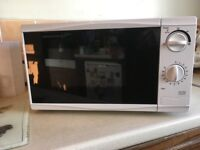 Tesco MM08 700w Microwave Oven