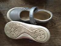 Clarkes girls shoes size 11
