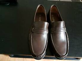 MEN'S BROWN LEATHER SLIP ON SHOES SIZE 8.BRAND NEW UNWORN.