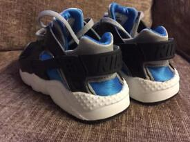 Kids size 11 Nike huaraches size 11 good condition