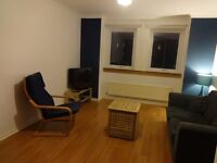 2 Bed flat to rent in Canonmills, Edinburgh. Including parking permit