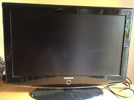 """Samsung 32"""" TV - working but bad picture quality (repairs or spares)"""