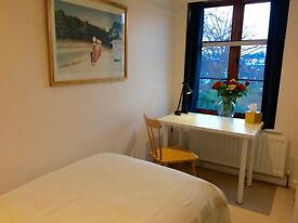 Beautiful cottage to share in Hampstead Garden Suburb - all Inclusive