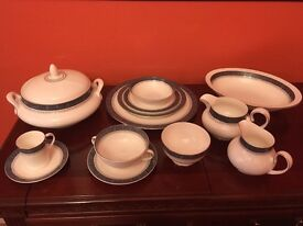 Immaculate Royal Doulton 'Sherbrooke' Dinner service.