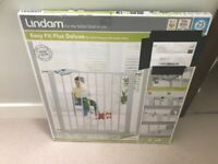 Lindam 051298 Easy Fit Plus Deluxe Pressure Fit Safety Gate - 76-82 cm, White BRAND NEW