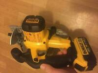 Dewalt saw dcs 391 750 watt and baterry 4 ah