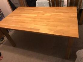 Solid oak dining table in very good condition £80