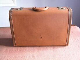 VINTAGE EXECUTIVE LEAT HER SUITCASE