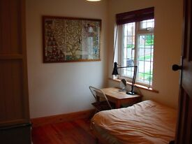 SINGLE ROOM IN LOVELY BRIGHTON HOUSE, FREE PARKING, LONG OR SHORT TERM, 5B BUS ROUTE, ALL BILLS INCL