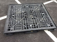Plastic pallet with lid 48inch x 45inch