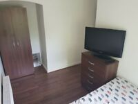 Big refurbished single room in a 3 bedroom house in Beckton, East London,Zone 3