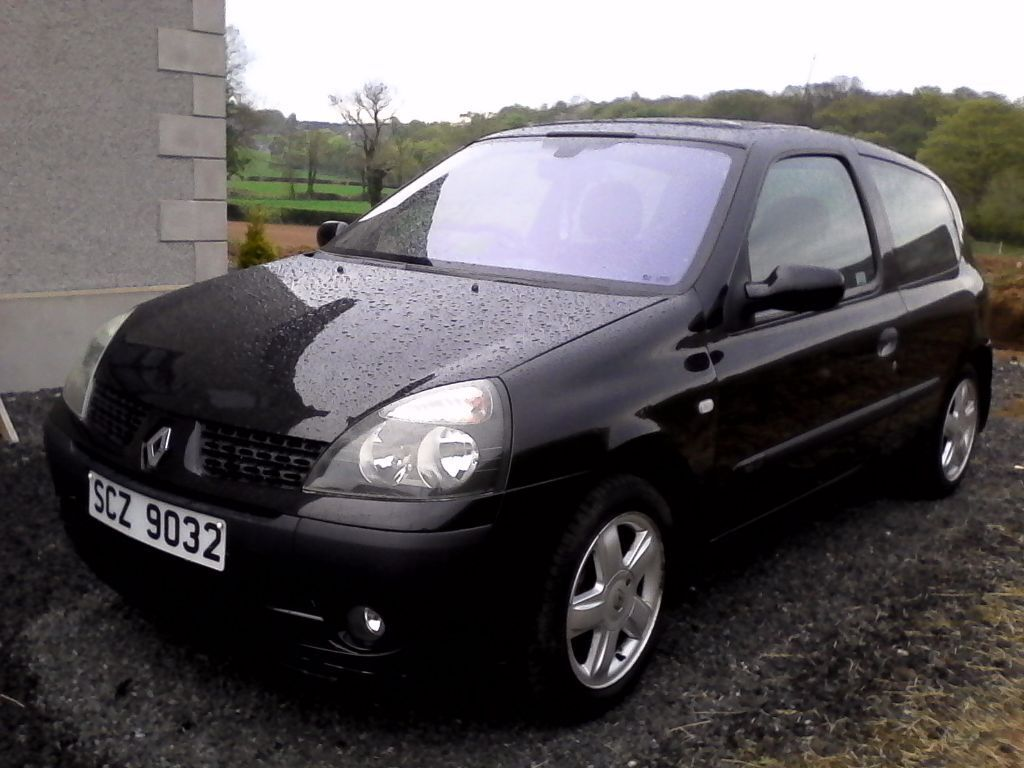 2003 renault clio 1 2 16v dynamique black 3 door alloy wheels spoiler in magherafelt county. Black Bedroom Furniture Sets. Home Design Ideas