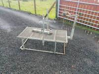 Sheep dressing stand farm livestock tractor