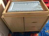 Kub baby changing table and matching bed