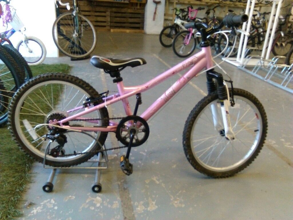 92c45d374f3 GIRLS MYSTIC 20 BIKE 20 INCH WHEELS 6 SPEED FRONT SUSPENSION PINK/WHITE  VERY GOOD CONDITION
