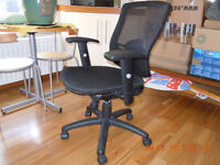 Great quality,adjustable computer chair.Look my other items I'm selling.
