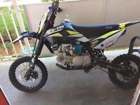 Z3 140cc stomp pit bike