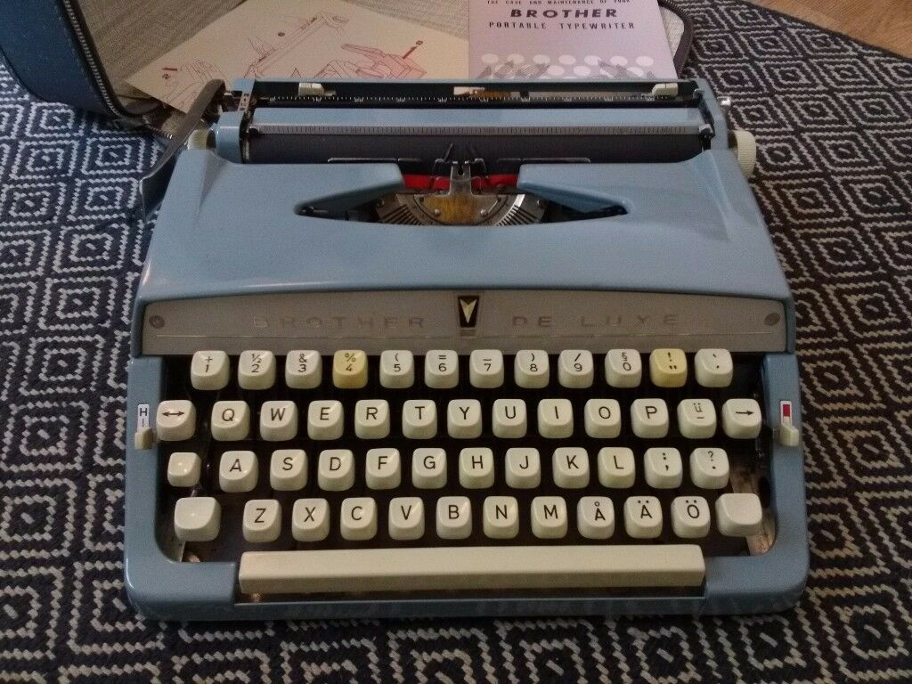 Brothers de Lux type writer